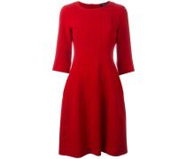 Ausgestelltes Kleid mit gerippten Details