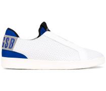 Sneakers mit Perforierung