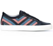 Sneakers mit gesteppten Seiten