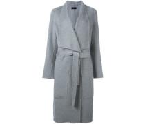 Gegurteter Mantel mit großen Taschen