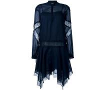 Asymmetrisches Kleid mit Spitzeneinsätzen