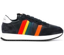 Sneakers mit Regenbogen-Patch