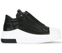 Slip-On-Sneakers mit erhöhter Gummisohle