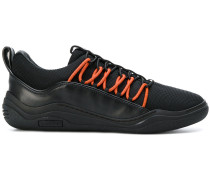 Slip-On-Sneakers mit Kontrastschnürung
