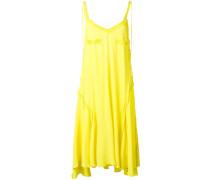 Rückenfreies Kleid mit Rüschen