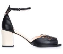 Sandalen mit Laser-Cuts
