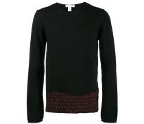 Pullover mit rotem Saum