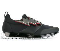Sneakers mit Blitz-Motiven