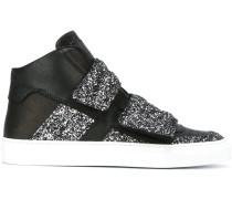 Sneakers mit doppeltem Riemen