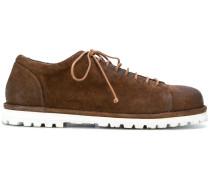 Derby-Schuhe mit kontrastierender Sohle