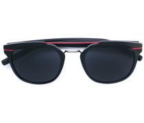 Sonnenbrille mit gestreiften Details
