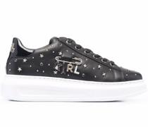Sneakers mit Karl-Anhänger