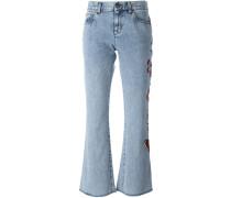 Ausgestellte Jeans mit floralen Stickereien