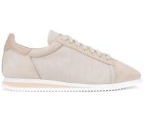 Sneakers mit kontrastierender Kappe