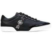 Sneakers mit Medusa-Detail