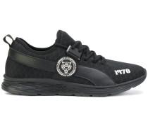 Sneakers mit geometrischem Einsatz