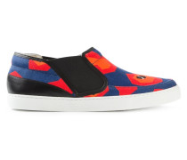 Slip-On-Sneakers mit abstraktem Print