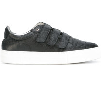 Sneakers mit Klettverschlussriemen
