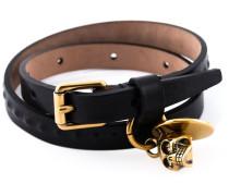 Armband mit Totenkopfanhänger