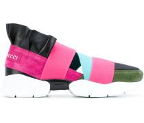 Slip-On-Sneakers mit elastischen Bändern