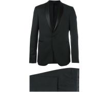 Anzug mit Schalkragen