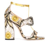 Sandalen mit floraler Verzierung