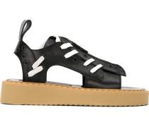 Sandalen mit Kontrastschnürung