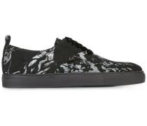 Sneakers mit Farbklecks-Print