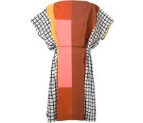 Kleid mit kontrastierenden Prints