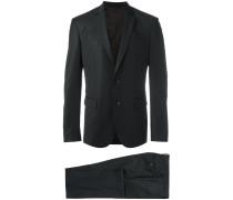 Anzug mit Pattentaschen