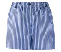 Bestickte Shorts mit Nadelstreifen