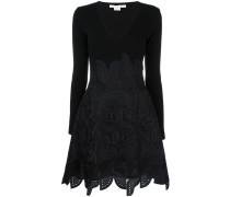 Ausgestelltes Kleid mit Ethno-Muster