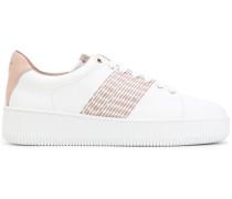 Sneakers mit aufgestickten Streifen