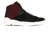 HighTopSneakers mit Kontrasteinsätzen