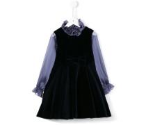 Ausgestelltes Kleid mit gerüschtem Kragen