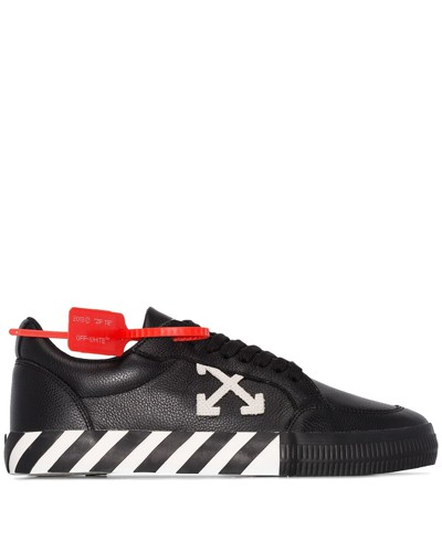 Sneakers mit Pfeil-Motiv