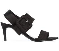 Bestickte Sandalen mit Schnallenverschluss