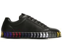 Sneakers mit gestreifter Sohle - men