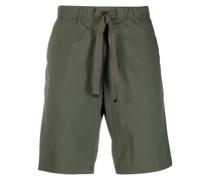 Halbhohe Chino-Shorts mit Kordelzug