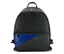 Rucksack mit gestreifter Tasche