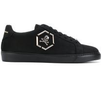 Sneakers mit Totenkopf