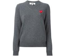 Pullover mit Herzaufnäher