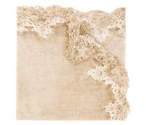 Schal mit Lochstrickdetails