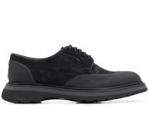Derby-Schuhe mit Kontrasteinsätzen