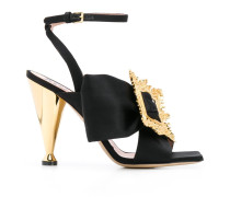 Sandalen im Satin-Look