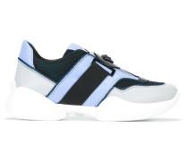 Sneakers mit Medusamotiv