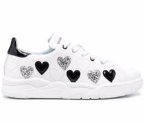 Sneakers mit Herzmuster