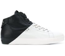 Zweifarbige Sneakers mit Schnürung