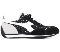 Sneakers mit gepunkteten Einsätzen