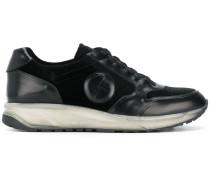 Sneakers mit Samteinsätzen